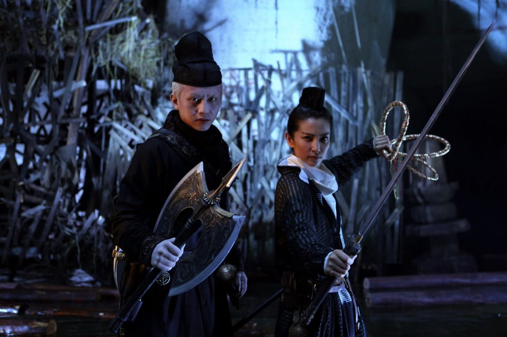from left to right Deng Chao as Pei Donglai and Li Bingbing as Shangguan Jing'er